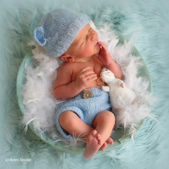 Sesión newborn con Martín, sobre tonos azules